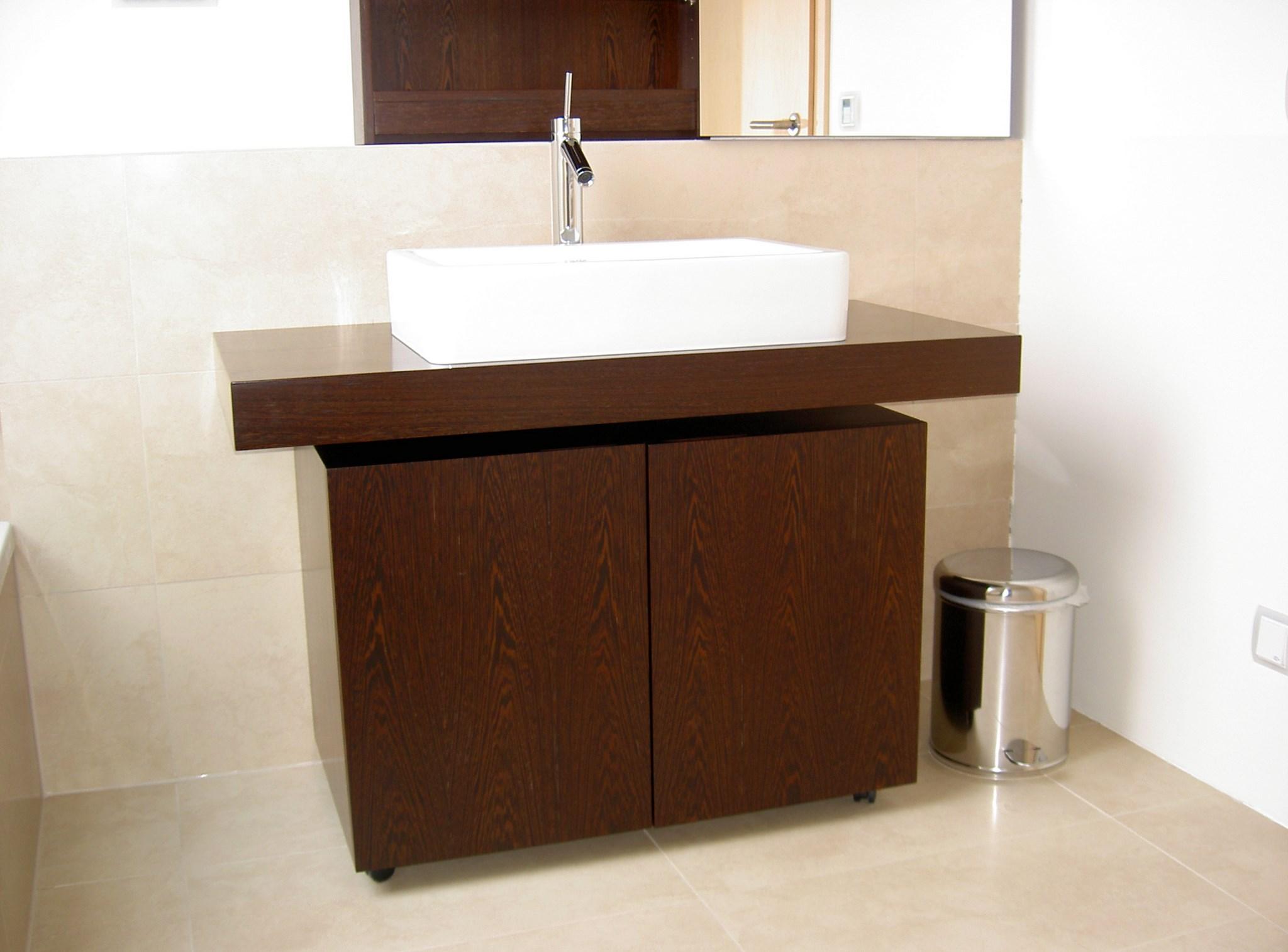 waschtisch und spiegelschrank tischlerei van neuss gmbh. Black Bedroom Furniture Sets. Home Design Ideas